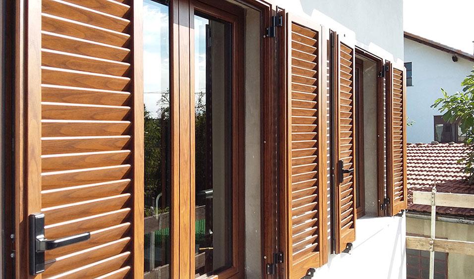 Infissi legno douglas free serramentii legno e alluminio - Verniciare finestre pvc ...